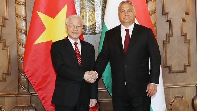 Party General Secretary Nguyen Phu Trong (L) and Hungarian Prime Minister Viktor Orban (Photo: VNA)