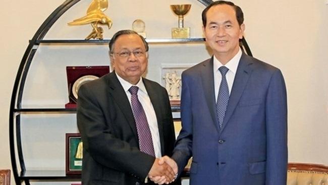 President Tran Dai Quang (right) and Bangladeshi Minister of Foreign Affairs Abul Hassan Mahmood Ali (Credit: VNA)