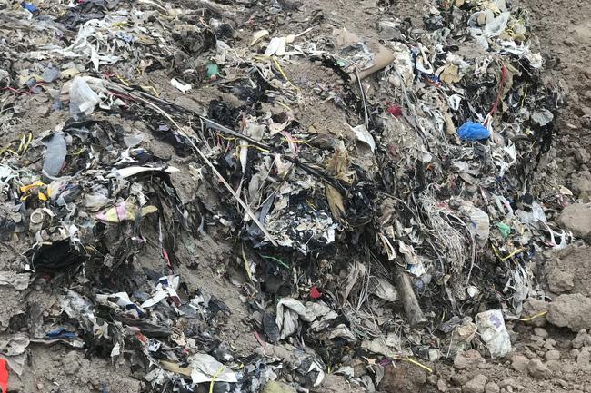 Hải Dương: Phát hiện 10.000m3 rác thải vì... tàu hút cát trái phép - ảnh 7