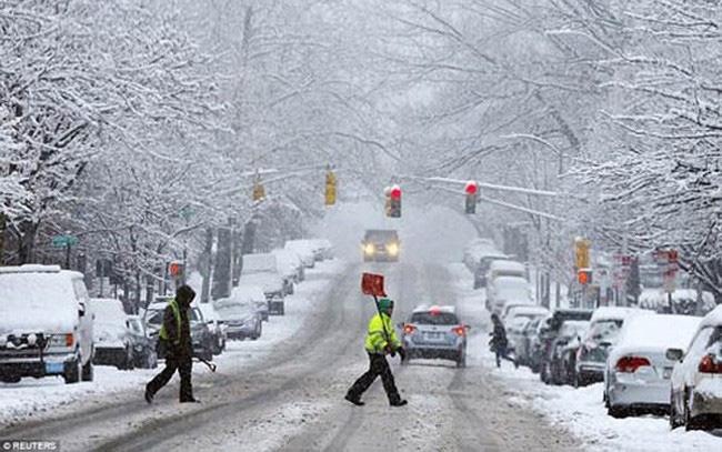 Bão tuyết gây đảo lộn cuộc sống ở Đông Bắc nước Mỹ - ảnh 2