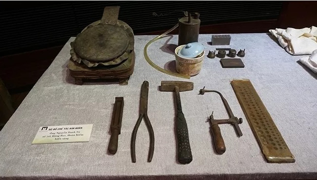 Several artefacts donated to the Hanoi Museum at the ceremony on September 12