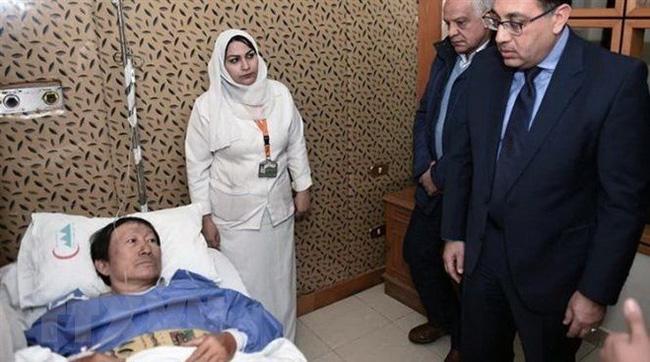 Egyptian Prime Minister Mostafa Madbouli visits Vietnamese tourist injured in the bomb attack (Photo: VNA)