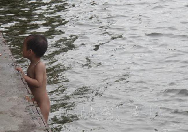 Nguy cơ đuối nước mùa nắng nóng - ảnh 1