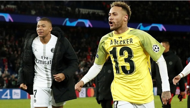 Paris St Germain's Neymar (R) celebrates with Kylian Mbappe at the end of their Champions League Group C clash against Liverpool at Parc des Princes, Paris, France, on November 28, 2018. (Photo: Reuters)