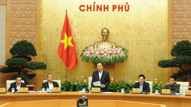 PM Nguyen Xuan Phuc speaking at the monthly government meeting (Photo: TRAN HAI/Nhan Dan)