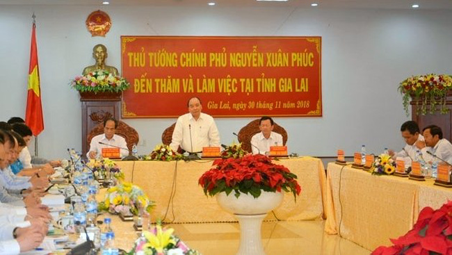Prime Minister Nguyen Xuan Phuc speaks at the working session with Gia Lai province's authorities on November 30. (Photo: NDO/Phan Hoa)