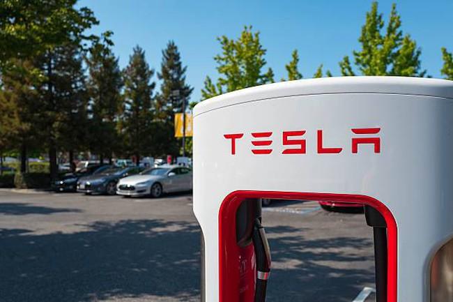 Kết quả hình ảnh cho Tesla cắt giảm nhân lực để tăng sản lượng xe hơi