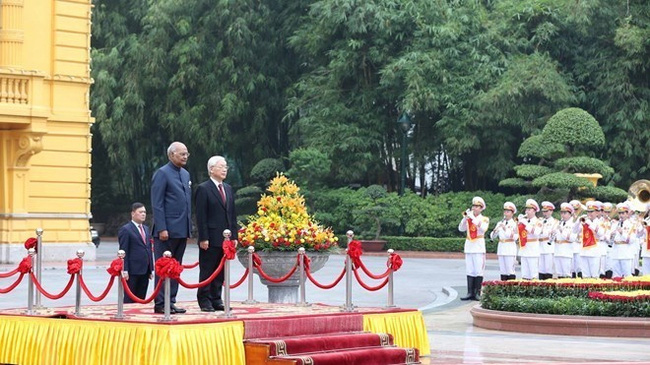 Party General Secretary and State President Nguyen Phu Trong chairs an official welcome ceremony for Indian President Ram Nath Kovind in Hanoi on November 20 (Photo: VNA)
