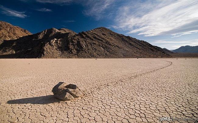 """Sự thật về những hòn đá biết đi ở """"thung lũng chết"""" - ảnh 12"""