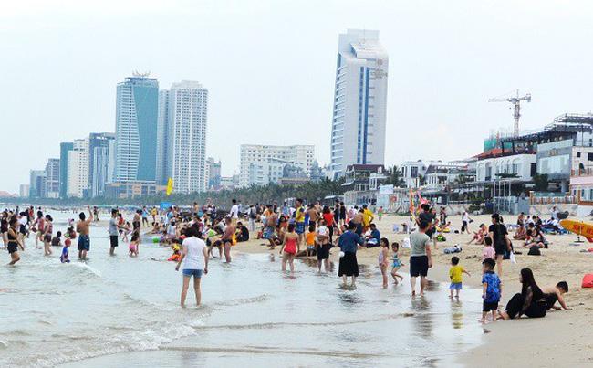 Đà Nẵng cảnh báo người dân hạn chế tắm biển - ảnh 1