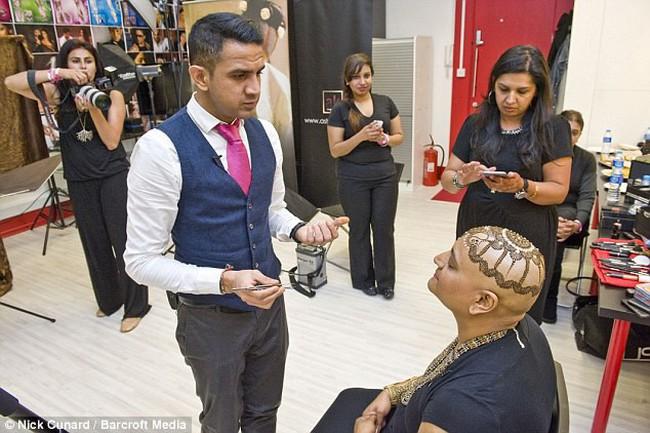 Tiệm cắt tóc đặc biệt cho bệnh nhân ung thư tại Nga