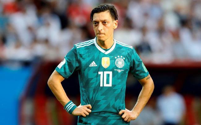 Chủ tịch Bayern mắng nhiếc Ozil thậm tệ