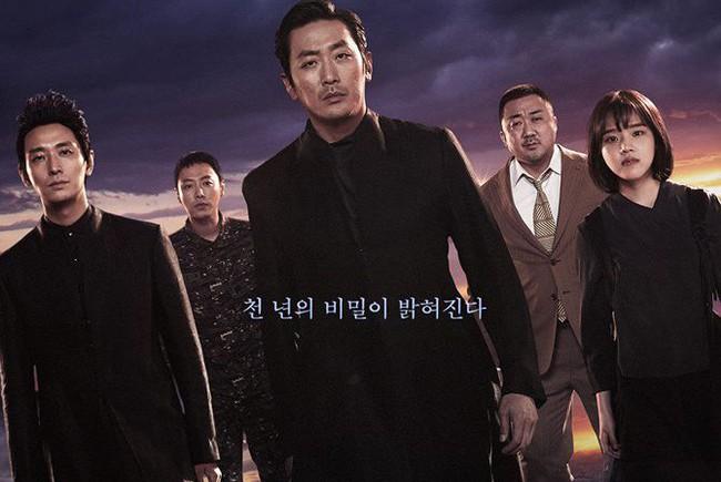 """VTV.vn - Phần tiếp theo của bom tấn điện ảnh Hàn - """"Along With The Gods:  The Last 49 Days"""" mới đây đã công bố poster mới."""