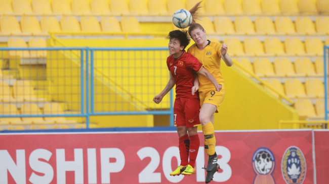 Tuyet Dung pulls two goals back for Vietnam in their 2-4 defeat to Australia.