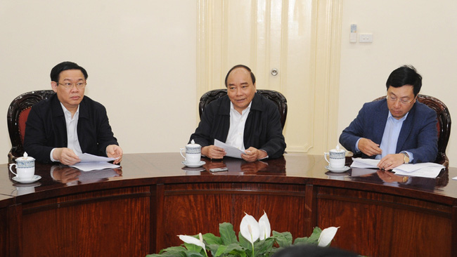 PM Nguyen Xuan Phuc along with Deputy PMs Vuong Dinh Hue and Pham Binh Minh at the meeting (credit: Tran Hai)