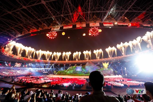 VTV.vn - Nước chủ nhà ASIAD 2018 Indonesia đã đem đến màn trình diễn ấn  tượng trong lễ khai mạc Á vận hội lần thứ 18 mãn nhãn và nhiều màu sắc.