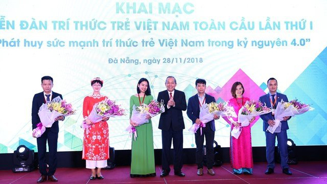 Deputy Prime Minister Truong Hoa Binh (centre) and participants at the event (Photo: VGP)
