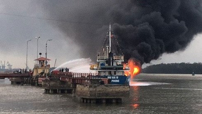 Firefighters tackle tanker blaze in Hai Phong port city