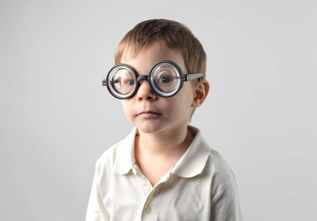 Biến chứng nguy hiểm của cận thị nặng - ảnh 1