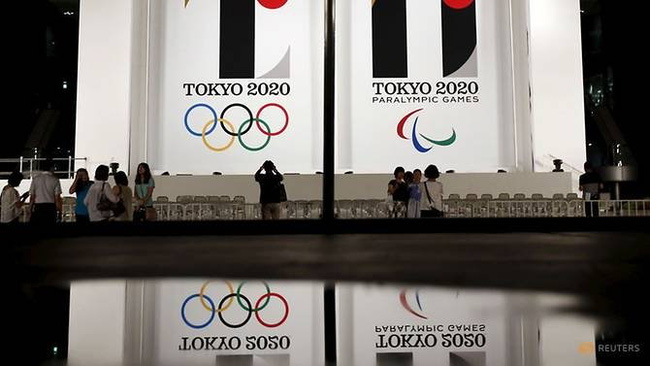 Tokyo 2020 Olympic and Paralympic games emblems are displayed at Tokyo Metropolitan Government Building in Tokyo July 24, 2015. (Reuters)
