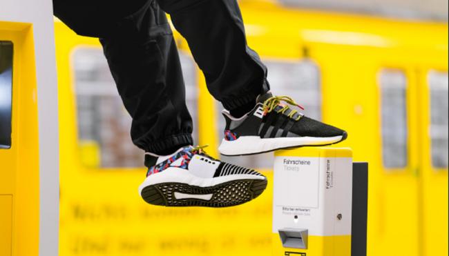 Đi giày Adidas, miễn phí 1 năm vé tàu tại Berlin