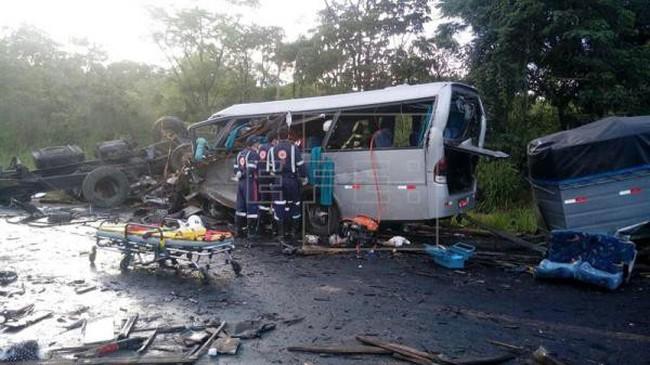Tai nạn giao thông nghiêm trọng tại Brazil, hàng chục người thương vong - ảnh 2