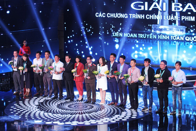 Gold prize winners of the 38th National Television Festival honoured at the ceremony