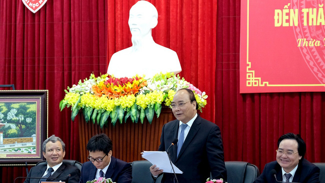 PM Nguyen Xuan Phuc speaking at the working session with Hue University (Credit: VGP)