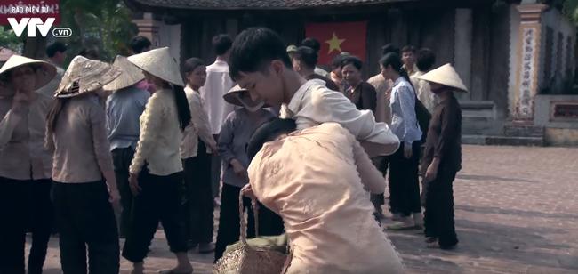 Tập 22 phim Thương nhớ ở ai: Thanh niên làng Đông đi bộ đội, phụ nữ làng Đông khóc ròng - ảnh 2
