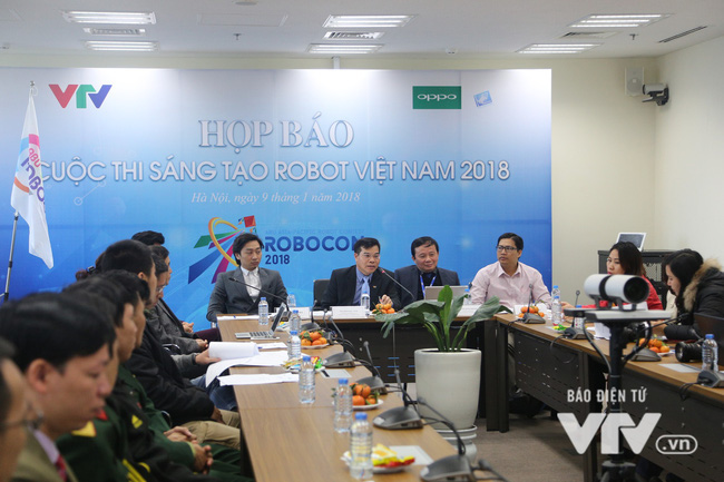 VTV Deputy General Director cum Head of the Vietnam Robocon Organising Board Dinh Dac Vinh speaks at the press conference.