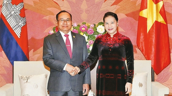 National Assembly Chairwoman Nguyen Thi Kim Ngan and Cambodian Senate Vice President Tep Ngorn. (Photo: VNA)