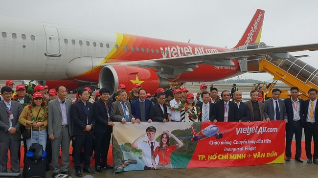 The ceremony to welcome the first passengers on the HCMC-Van Don route (Photo: Vietjet)