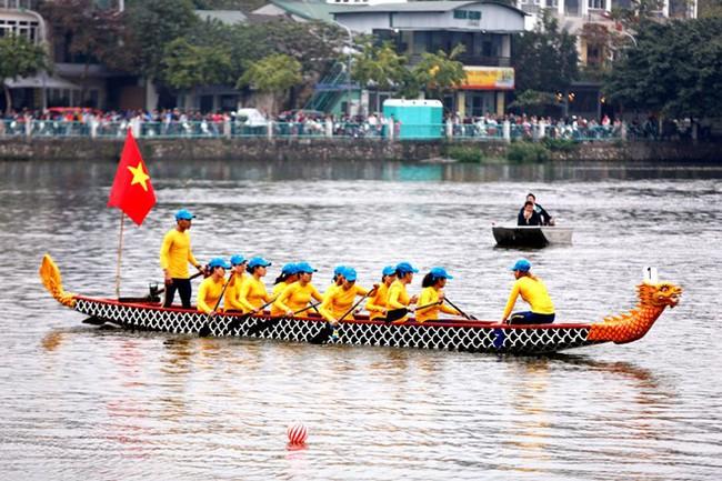 A boat race team at the event (Source: http://www.hanoimoi.com.vn)