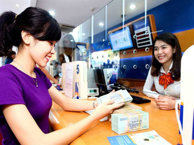 The interest rate for Vietnamese dong deposits is stable at 4.8-5.5 percent per year for terms of less than 6 months (Photo: VNA)