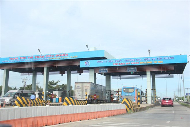 Five employees of the Yen Khanh company were detained for further investigation into alleged illegal activity of using software to hide fee collection and evade tax at HCM City-Trung Luong Expressway's toll booth (Photo: baogiaothong.vn)