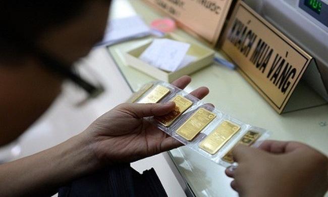 Giá vàng trong nước giảm mạnh tới 550.000 đồng/lượng - ảnh 2