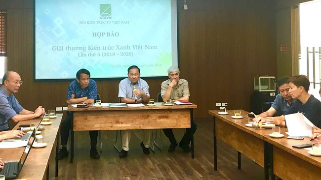 At the press conference on 5th Vietnam Green Architecture Award (Photo: hanoimoi.com.vn)