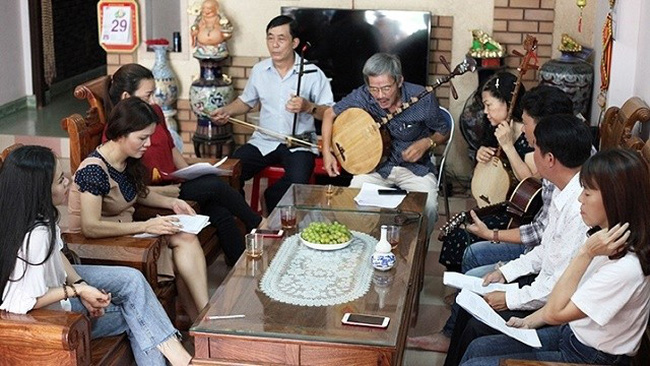 Time for sharing best practice and experience among members of Quang Ngai City's Bai Choi singing club