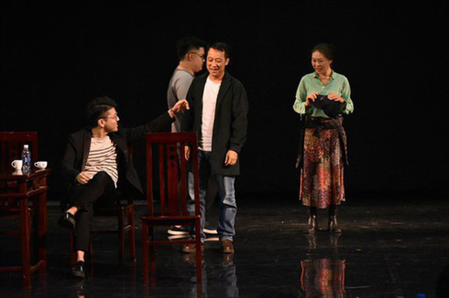 A scene in Uncle Vanya by Vietnamese and Japanese artists.  Photo theatrecentrewithoutwalls.org)