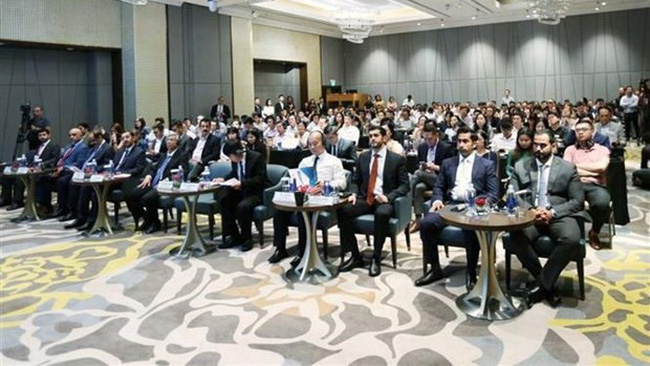 Hundreds of enterprises from both countries attend the forum. (Photo: VNA)