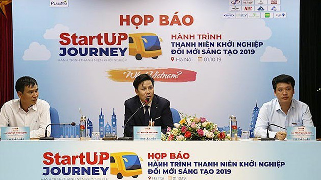 Representatives from the organisers introduce StartUp Journey 2019 at a press brief in Hanoi on October 1. (Photo: NDO/Ngoc Vy)