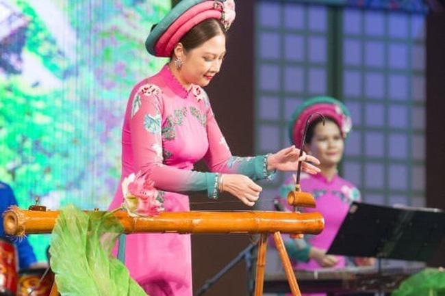 A musical instrument performance of Vietnamese Meritorious Artist Nguyen Thi Le Giang from the Vietnam National Academy of Music at the festival. (Photo: VOV)