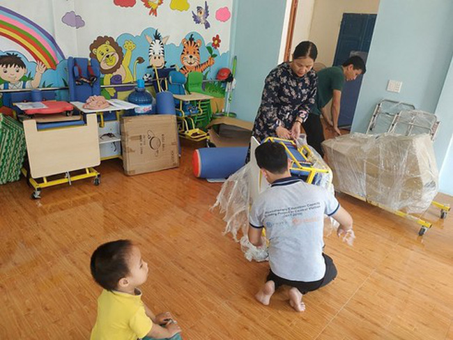 Medical equipment are delivered to rehabilitation rooms at communes  throughout Quang Tri province.