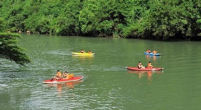 Visitors at Phong Nha - Ke Bang National Park (Photo: VNA)
