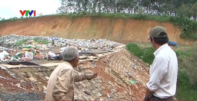 Bãi tập kết rác tại Bình Phước sạt lở nghiêm trọng - ảnh 2