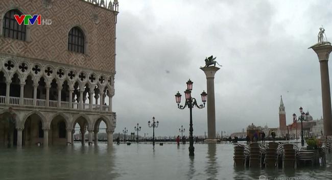Venice chìm trong biển nước vì ngập lụt - ảnh 2