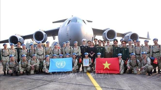 Send-off ceremony held for second group of peacekeeping field hospital No. 2 staff (Photo: VNA)