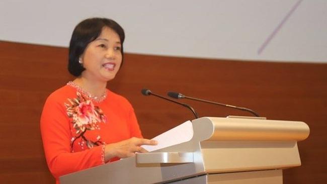 Vietnamese Ambassador to Singapore Tao Thi Thanh Huong speaks at the forum on November 25 (Photo: VNA)