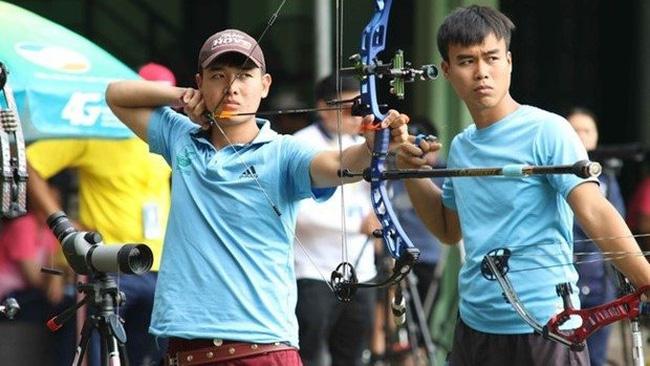 Vietnamese archer Nguyen Van Day (L) (Photo: VTVNews)