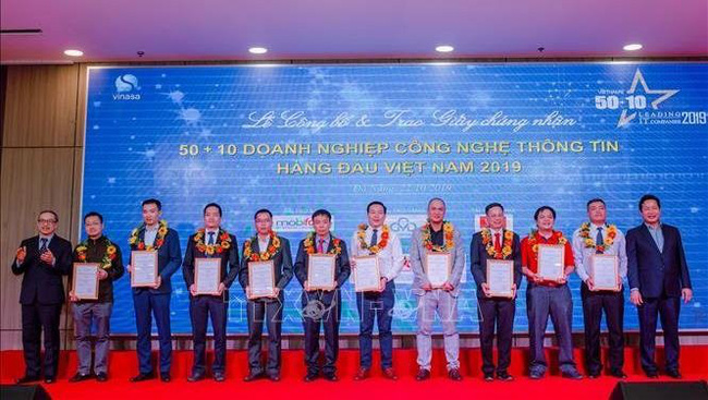 The top 10 IT companies honoured at the ceremony. (Credit: VNA)